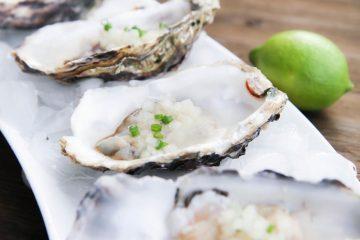 Raw oysters - Vietnam food