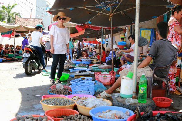 Xom Luoi Market