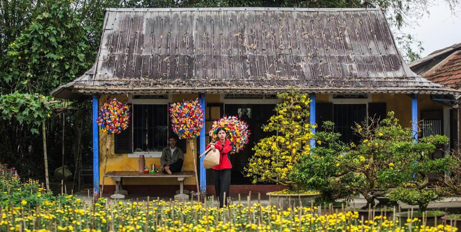 Thanh Tien paper flower handicraft village