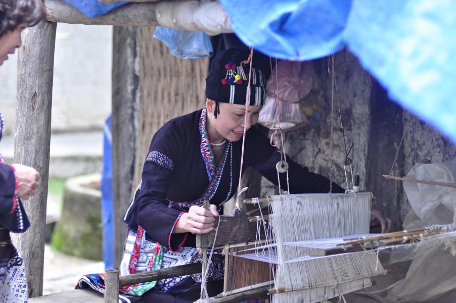 Vietnamese ethnic women