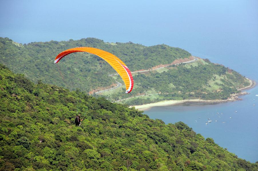 Paragliding in Son Tra Mountain
